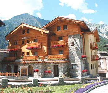 Alberghi courmayeur hotel pensioni ostelli appartamenti in affitto - Hotel courmayeur con piscina ...
