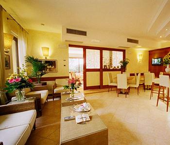Alberghi sirmione lago di garda hotel pensioni ostelli for Appartamenti lago di garda affitto